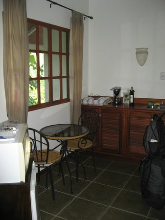 Lodge Las Ranas: Kitchenette in our room