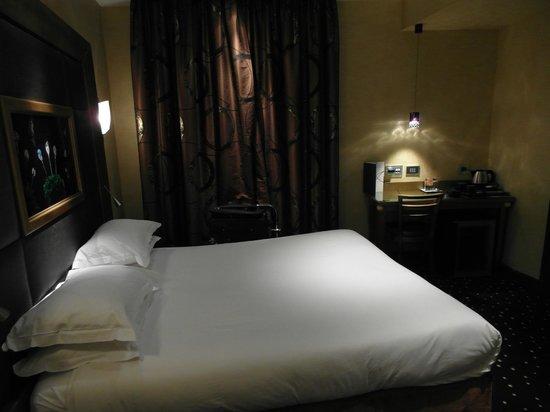 Hotel des Champs-Elysees: Zimmer 405 Hotel Champs Elysees