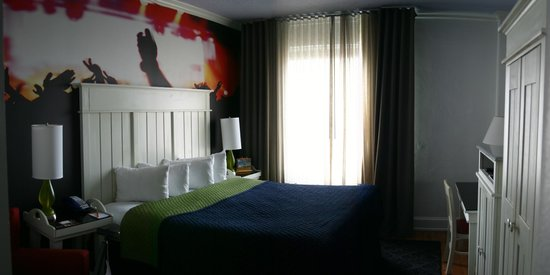 Hotel Indigo Atlanta:                                     View of room from front entry way