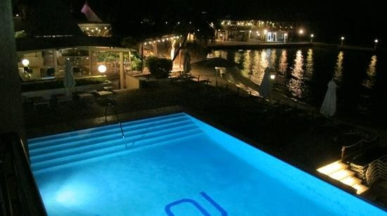 Avila Beach Hotel:                   Avila by night