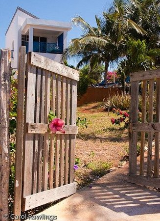 Marblue Villa Suites: Gate to Bliss