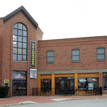 Tailgators Sports Bar and Grill: Front