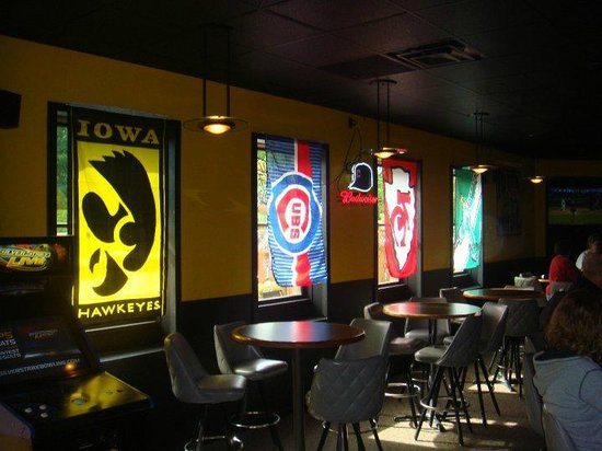 Tailgators Sports Bar and Grill : Flags