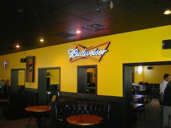 Tailgators Sports Bar and Grill: plenty of seating