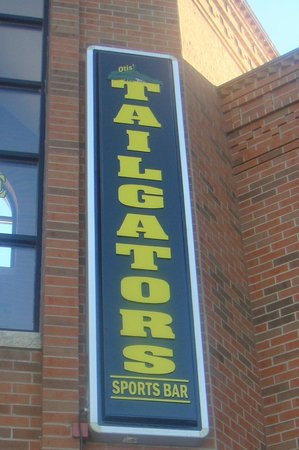Tailgators Sports Bar and Grill: sign