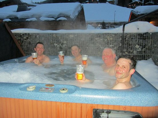 Chalet Alouette :                   the hot tub