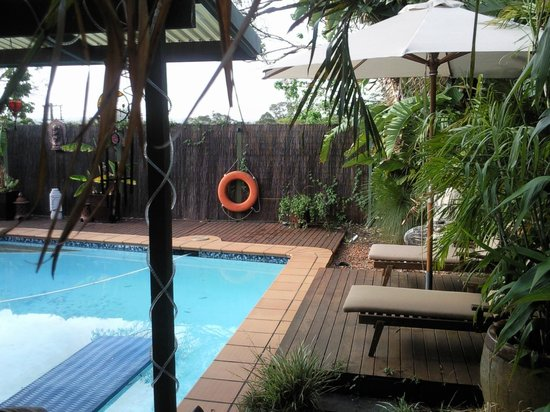 Tantarra Bed & Breakfast:                                     Lazing by the pool