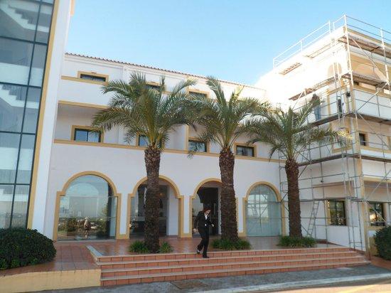 Vale d'El Rei Resort: hotel front view 2