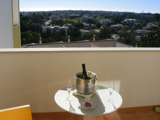 Vale d'El Rei Resort: view from balcony and wine on arrival