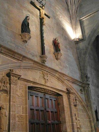 Basílica de Santa María: Detalle del interior de la entrada principal