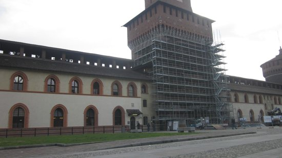 Castello Sforzesco: Old and New Castle walls