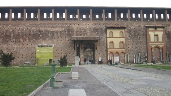 Castello Sforzesco: Castle walls, patches over the old wall.