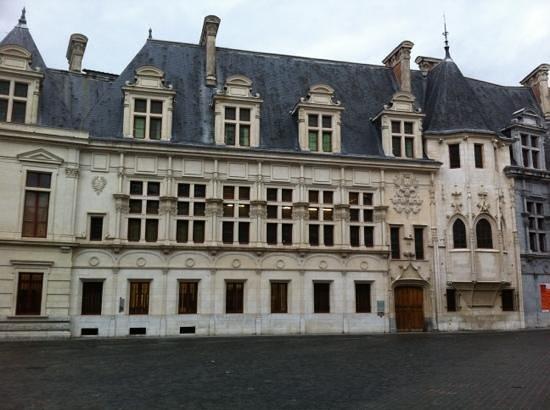 Vue Sur Le Parlement Picture Of Cafe De La Table Ronde Grenoble Tripadvisor