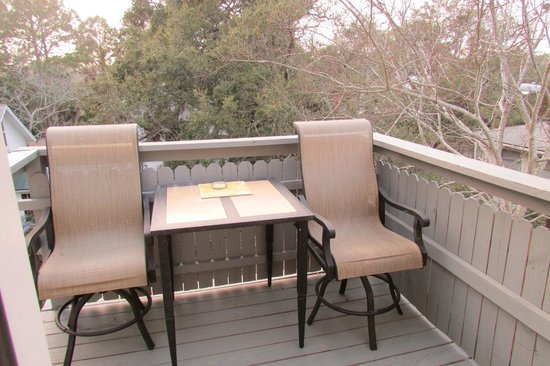 Tybee Island Inn: Private porch/balcony of Dolphin room