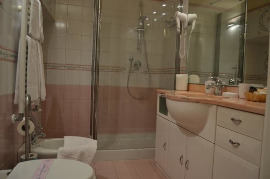Bed & Breakfast Quattro Cantoni: Bagno Camera Anna