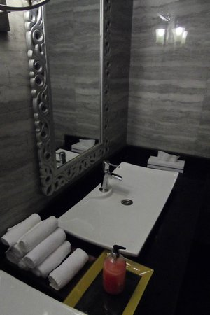 Sunrise Grand Select Arabian Beach Resort:                                     The worlds poshest beach toilets!
