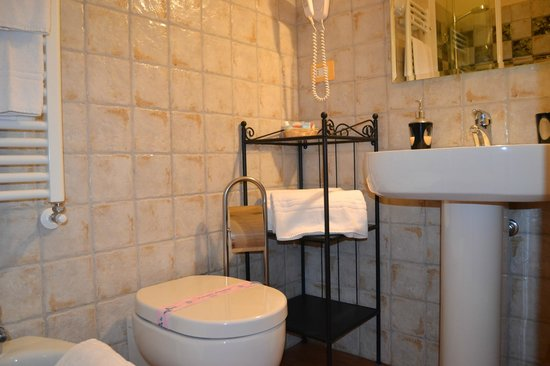 Bed & Breakfast Quattro Cantoni: Bagno Camera Marta