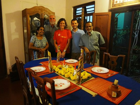 Motty's Homestay: Photo with Motty and Lali in Dining Room