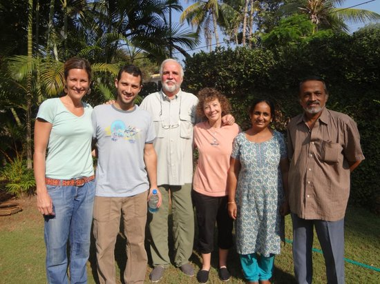 Motty's Homestay: Farewell Photo with Motty and Lali