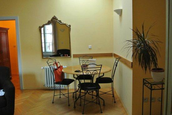 Charming Prague Apartments At the Black Star :                   Гостиная