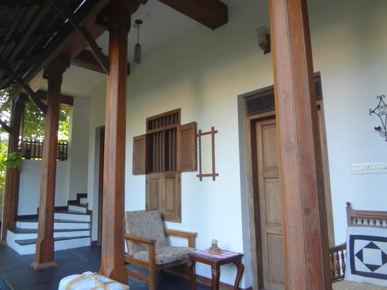 Motty's Homestay: Porch off of Bedroom