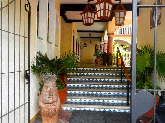 Hotel Flor de Maria:                                     Entry