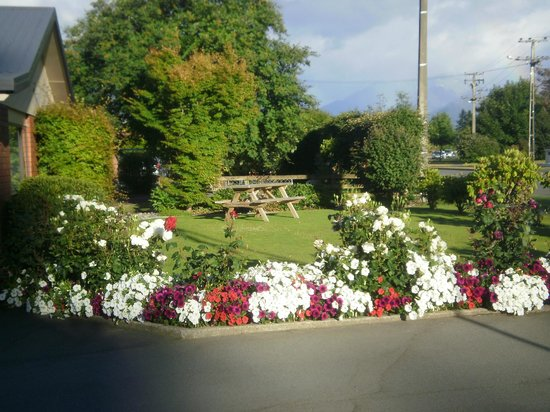 Arran Motel: Garden Area