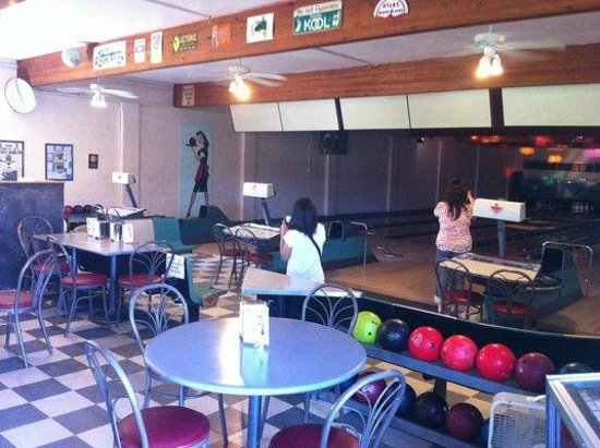 Ebey Bowl Diner:                   Great little 6 lane bowling alley