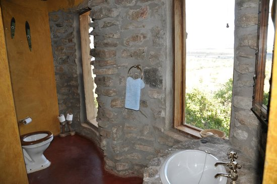 Boundary Hill Lodge:                   Toilet with a view!