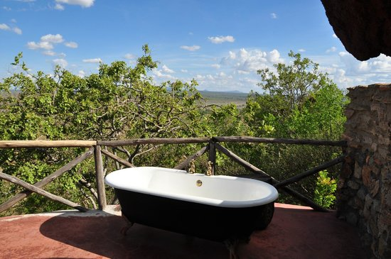Boundary Hill Lodge:                   Bath tub (with warm water) with stunning view