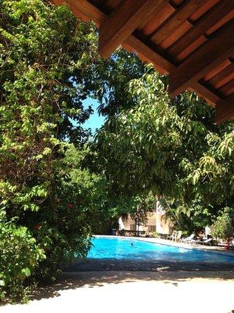 Boyeros Hotel & Conference Center: Vista de la piscina desde el ranchito