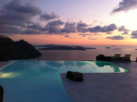 Aenaon Villas: Sunset time from the infinity pool