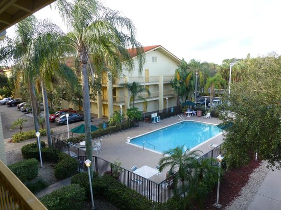 La Quinta Inn Deerfield Beach I-95 at Hillsboro E: Pool area from the annex