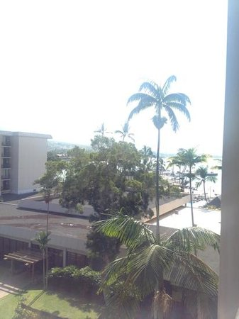 Courtyard by Marriott King Kamehameha's Kona Beach Hotel:                   from west side balcony