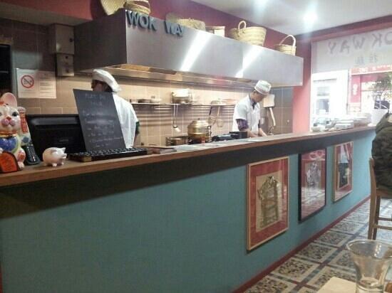 Wok Way :                                     cuisines et tables hautes