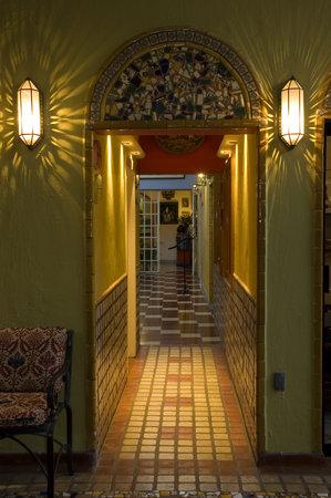 Casa de Las Flores: Hallway