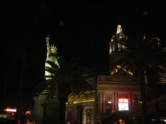 New York - New York Hotel and Casino: Hotel at night