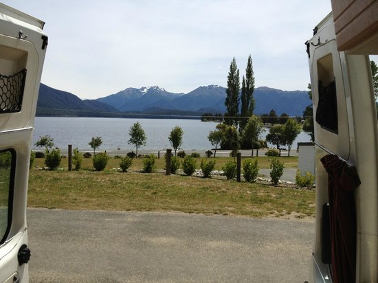 Te Anau Lakeview Holiday Park: View out of our van from the powered pitch