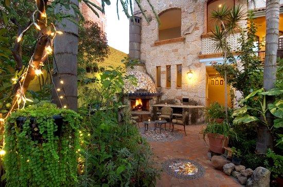 Casa de Las Flores: Chimenea