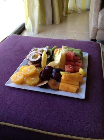 Four Seasons Resort Mauritius at Anahita:                   фрукты в номер ...