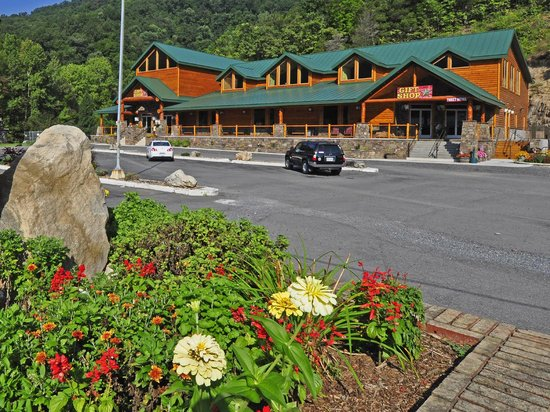 Smoke Hole Caverns & Log Cabin Resort 사진