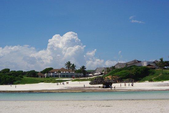 Garoda Resort:                   spiaggia difronte al Garoda