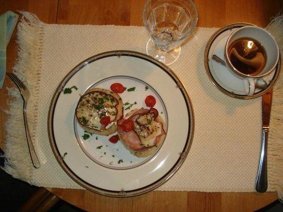 ذا توانيك هوتل آند سبا:                   Breakfast in our room                 