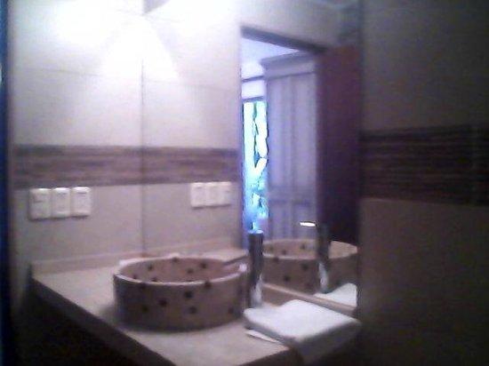 هوتل لا ميزون:                   Baño de la Habitación 4                 