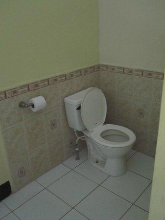 Guesthouse El Carmen : Bathroom 1