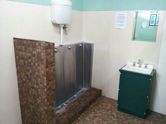 Wimmera Lakes Caravan Resort:                   unfortunately only one basin