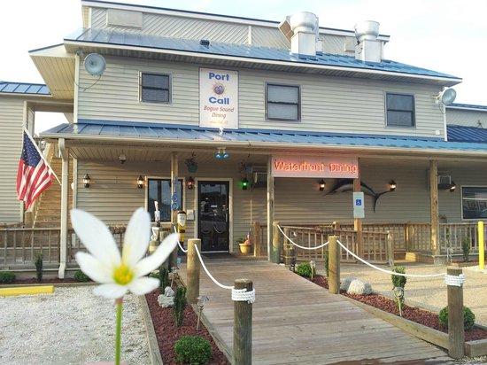 Port Of Call Restaurant: front door