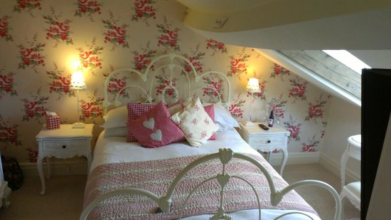 Heidi's Grasmere Lodge:                   The beautiful bedroom.