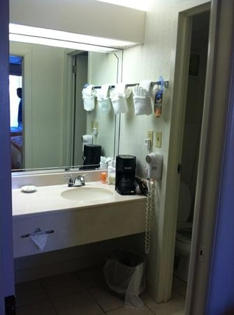 Sirata Beach Resort: bathroom in our room