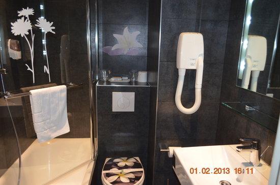 GOLDEN HOTEL PARIS : salle de bain